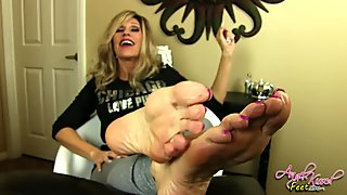 Nikki Ashton - Perfect MILF Soles Feet Jerkoff Instruction - JOI