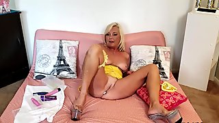 Ms Paris Rose in The JOI Show
